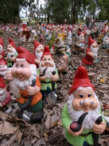 Gnomesville - a little gnome town unbeknown to most except people who really like knomes and those, like us, who just happen to pass by it!